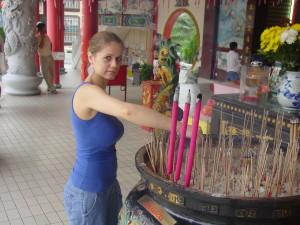 Zuzka Musilova v Thean Hou Temple v Kuala Lumpur