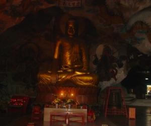 zuzka_musilova_na_cestach_cave_ton_perak_temple1084