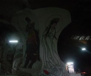 zuzka_musilova_na_cestach_cave_ton_perak_temple1093