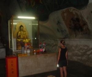 zuzka_musilova_na_cestach_cave_ton_perak_temple1097