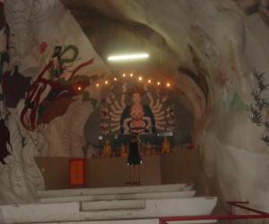 zuzka_musilova_na_cestach_cave_ton_perak_temple1099
