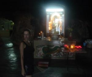 zuzka_musilova_na_cestach_cave_ton_perak_temple1107