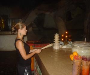 zuzka_musilova_na_cestach_cave_ton_perak_temple1110