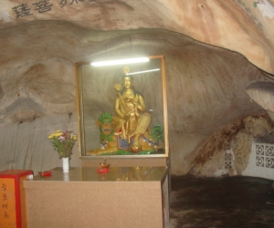 zuzka_musilova_na_cestach_cave_ton_perak_temple1111