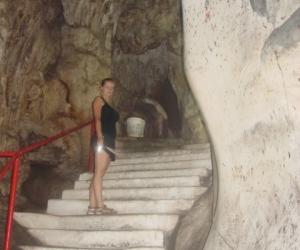 zuzka_musilova_na_cestach_cave_ton_perak_temple1116