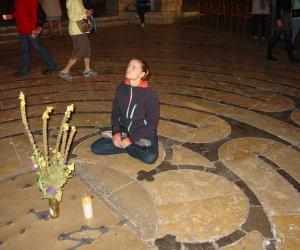 zuzka_musilova_na_cestach_chartres_katedrala_notre_-dame_labyrint744