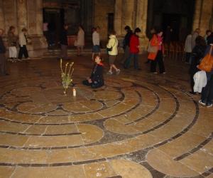 zuzka_musilova_na_cestach_chartres_katedrala_notre_-dame_labyrint745