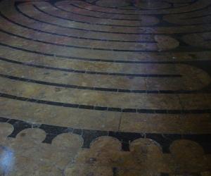 zuzka_musilova_na_cestach_chartres_katedrala_notre_-dame_labyrint757