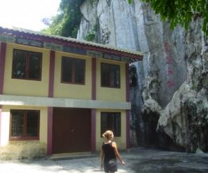 zuzka_musilova_na_cestach_cave_ton_perak_temple1141
