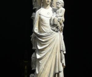 katedrala_notre_dame_v_remesi_detail_sochy_pany_marie