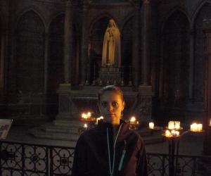 zuzka_musilova_v_katedrale_notre_dame_v_remesi_u_svate_terezy
