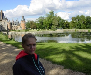 Zuzka Musilova na procházce v zameckem parku Maintenon