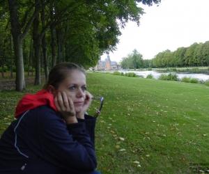Zuzka Musilova  v zameckem parku Maintenon