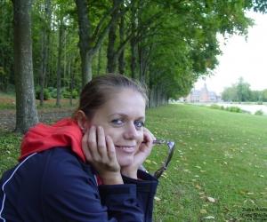 Zuzka Musilova  v zameckem parku Maintenon 1