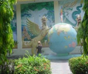 zuzka_musilova_na_cestach_shrine_-of_-dhammikarama_-burmese_-temple_penang_1557
