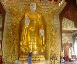 zuzka_musilova_na_cestach_shrine_-of_-dhammikarama_-burmese_-temple_penang_1563