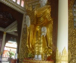zuzka_musilova_na_cestach_shrine_-of_-dhammikarama_-burmese_-temple_penang_1597
