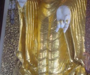 zuzka_musilova_na_cestach_shrine_-of_-dhammikarama_-burmese_-temple_penang_1599